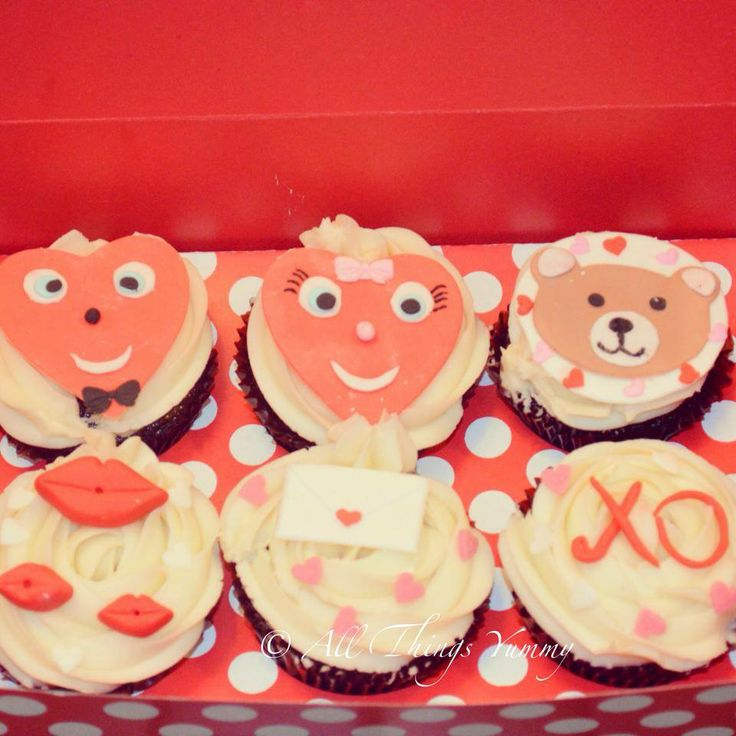 Romantic Cupcakes - 6 Set of Heart Shaped Cupcakes, Kisses Cupcakes, Message Cupcakes and Bear Cupcakes | All Things Yummy #allthingsyummy #romantic #cupcakes #heart