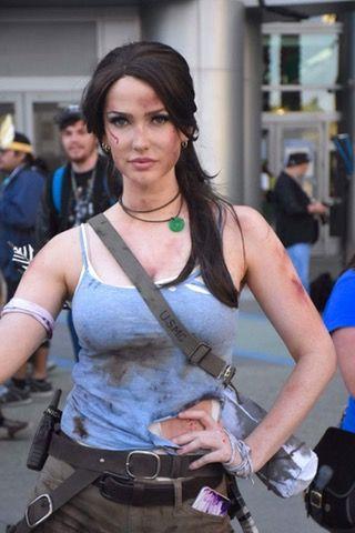 Tomb Raider by Tahnee Harrison at 2017 Wondercon #cosplay