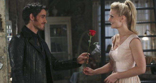 11 Hook and Emma GIFs From 'Once Upon a Time' to Restore Your Faith in True Love