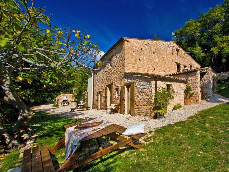 Ontdek de Marken! Dit adresje is een droomplek voor wie van rust en ruimte houdt. Het ligt in het natuurreservaat Furlo en vlakbij Acqualagna, de beroemde truffelhoofdstad van deze regio. http://bit.ly/2hHzCLR