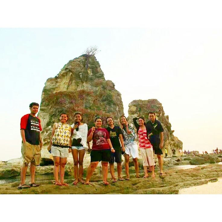Pantai Batu Layar - Taking pic together