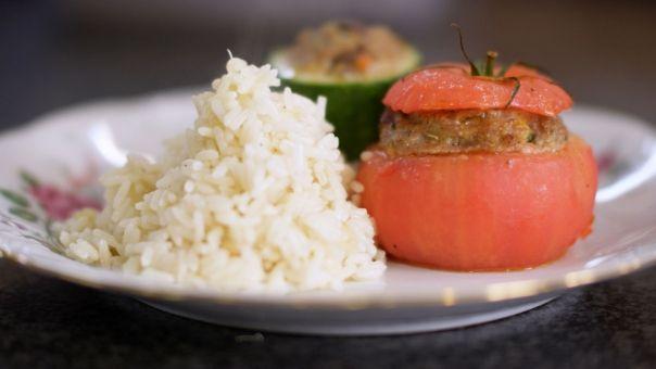 Gevulde groenten met gemalen (evt gerookt) kippewit , rijst hoeft niet persé erbij.