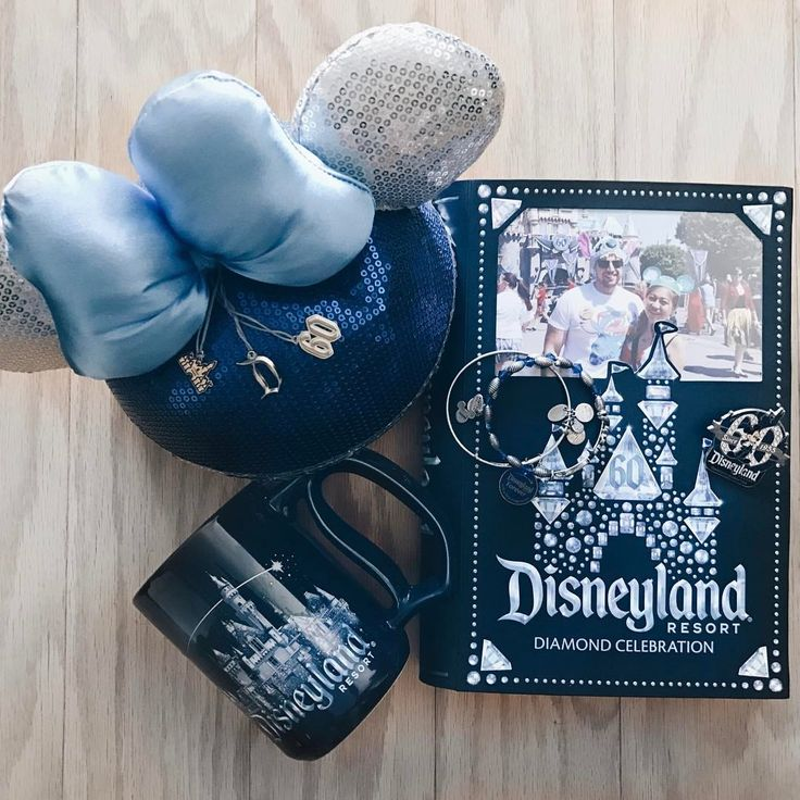 As much as I love @waltdisneyworld (and @nickarvanitis and I are both #AnnualPassholder's now), @disneyland still holds a special place in my heart ✨ I'm so happy we were able to go during the #Disneyland60 Celebration