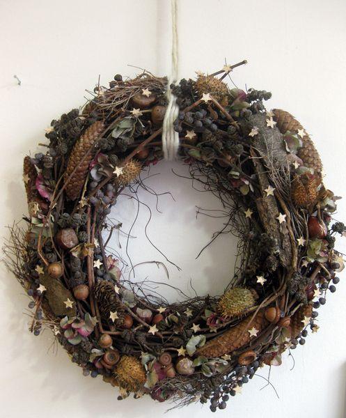 Weihnachtsdeko - Türkranz aus Naturmaterialien mit Sternchen - ein Designerstück von kunstbedarf24 bei DaWanda