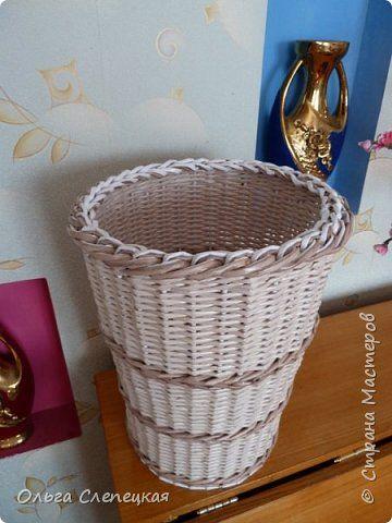 Поделка изделие Плетение ВЕДЁРКО или корзинка под раковину для использованных полотенчиков Трубочки бумажные фото 1