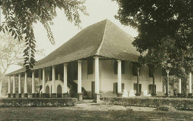 The Landhuis Tjililitan in Meester Cornelis Batavia 1930.