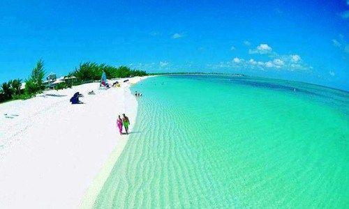 中米カリブ海に位置する「タークス・カイコス諸島(英国領)」。 温暖な気候、美しいビーチ、そしてエメラルドグリーンに輝く海。リゾートという名に相応しい楽園。