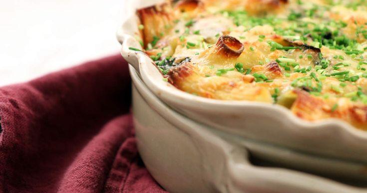 Lättlagad pastagratäng med grönkål och cheddarost. Perfekt comfort food!
