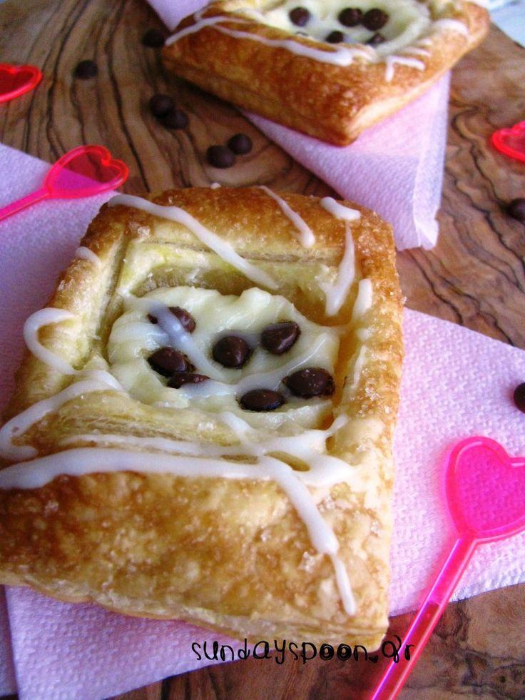 Γλυκά σφολιατίνια με τυρί κρέμα και σοκολάτα • sundayspoon