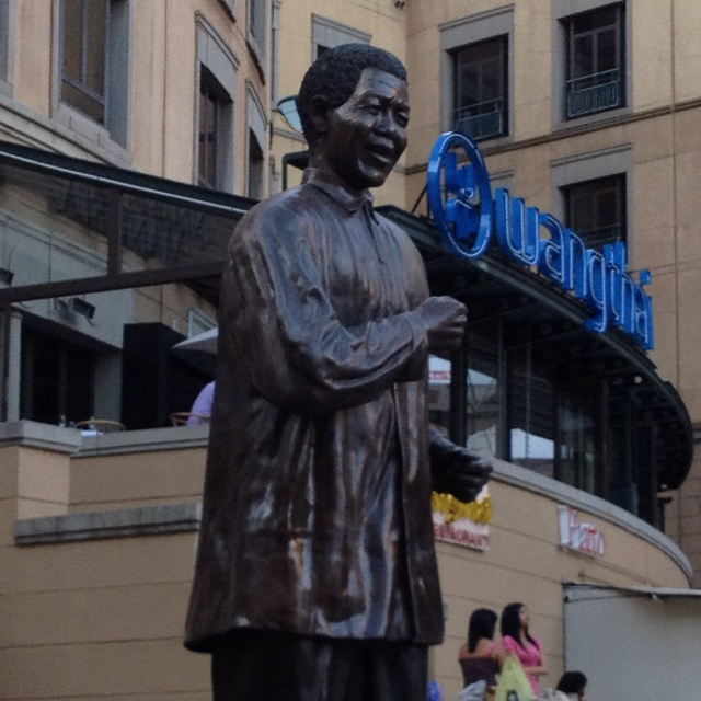 Take a picture with Mandela Statue at Mandela Square @JoBurg