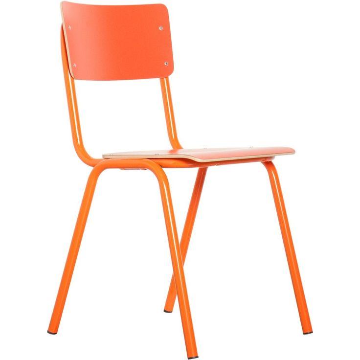 De ouderwetse school stoel is dankzij zijn fraaie en robuuste design tegenwoordig terug te vinden in de modernste interieurs.