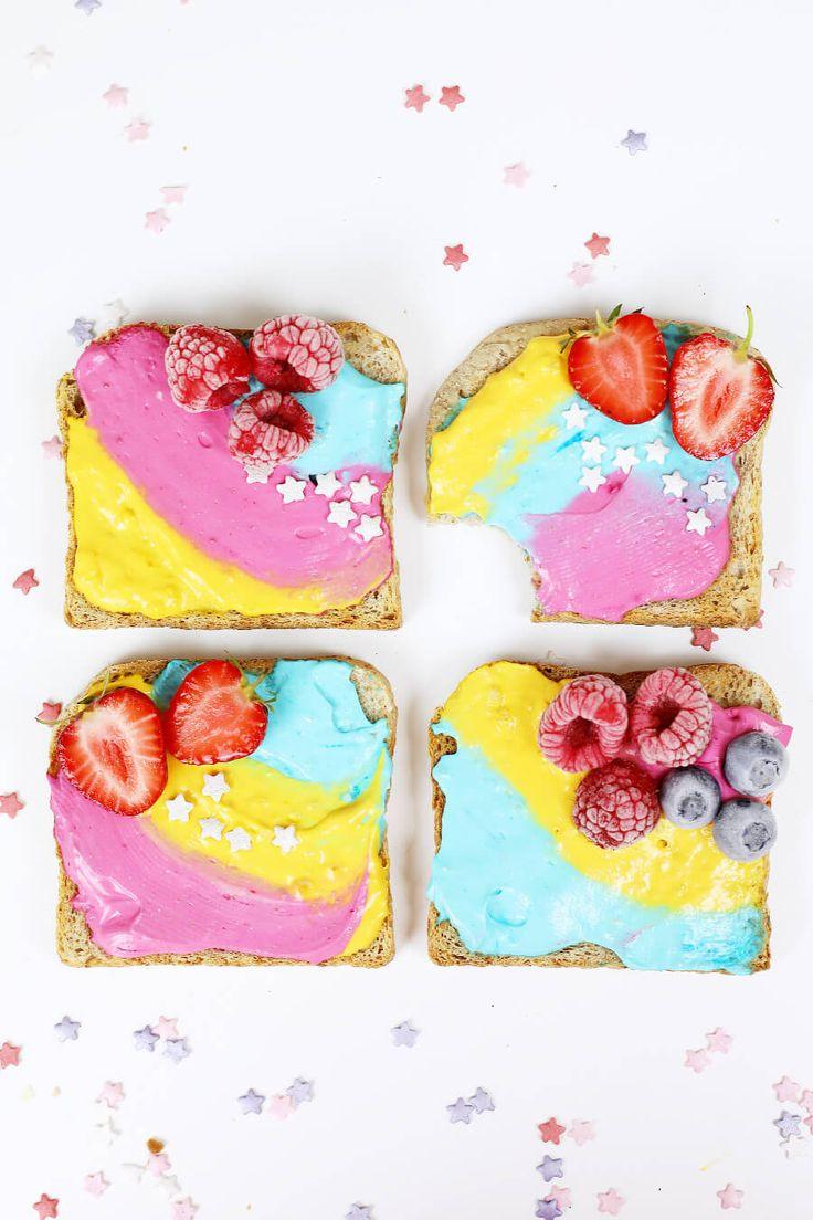 Einhorn Toasts selber machen – Einfaches DIY Rezept für Einhorn-Fans! Diese Einhorn Toasts müsst ihr probiert haben. Ob als farbenfrohes Frühstück oder als genialer Party-Snack – diese Toasts sind mal was anderes und machen gute Laune!
