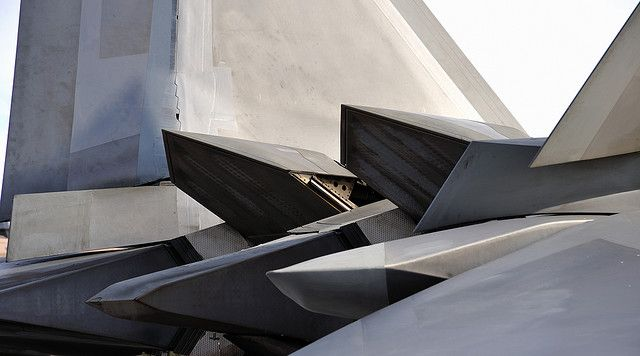 rhubarbes:  F-22 Thrust Vectoring by jetguy1 on Flickr.More Airplanes here.
