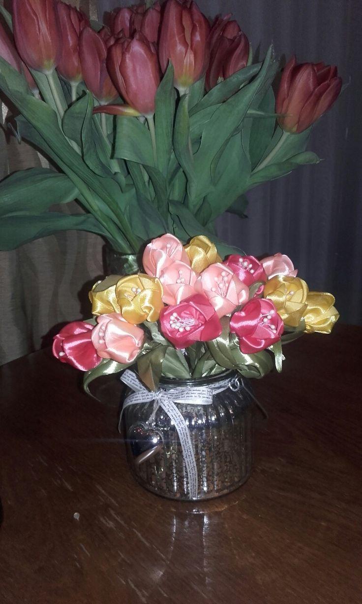 Bukiecik tulipanów z wstążki