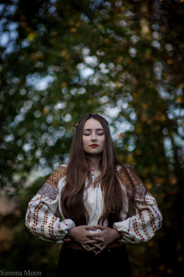 Traditional Romanian blouse from Bucovina made by Simona Niculescu. Photo by Radu Niculescu. #lablouseroumaine #simonamoon #europeanculture
