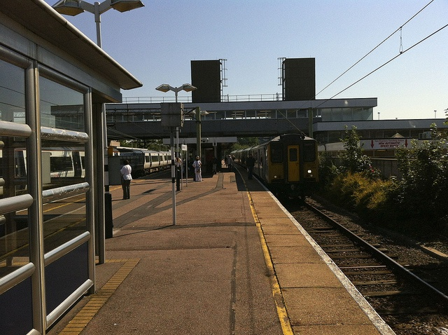 Harlow Town to Stratford (Olympic site station) 9:58am and 1pm      World records set Travel Discount Club http://wwwroiunlimited.com/louedbiz-tour.php