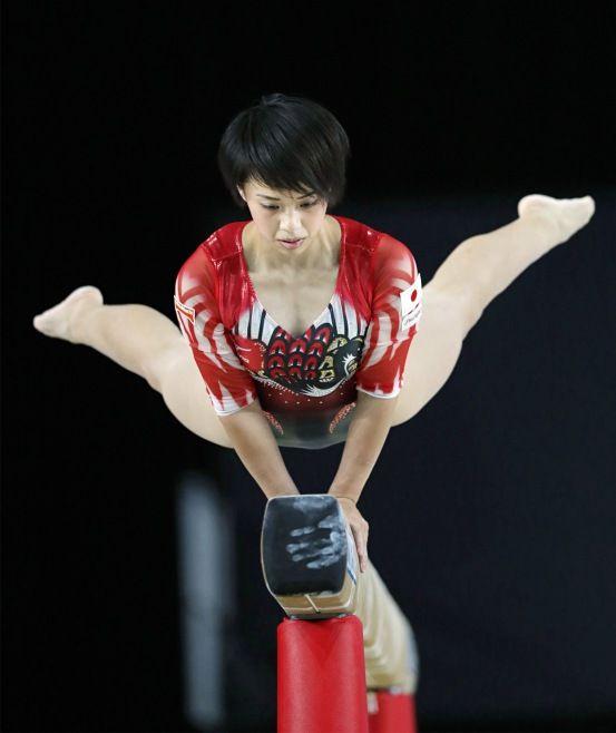 体操の世界選手権。女子予選の平均台で演技する村上茉愛=4日、カナダ・モントリオール #女子 #体操 #世界選手権 #世界体操