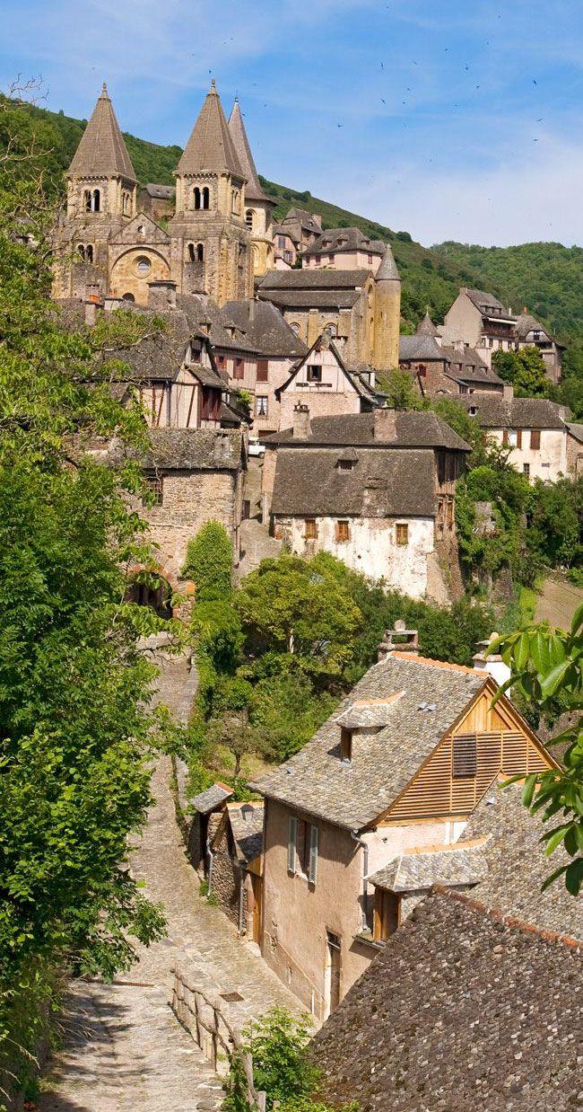 Arrêtez-vous à Conques et visiter l'abbaye Sainte-Foy  #Aveyron #village #culturelle