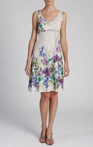 Комфортна рокля с младежко излъчване
