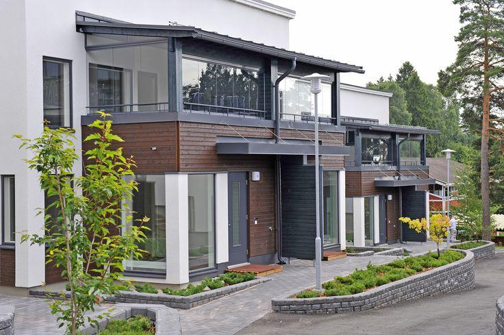 Modernia pientaloasumista  / Modern semi-detached and single houses  Espoo, photo: Skanska Kodit