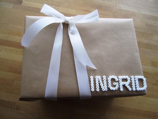 Savila, Gift wrapping with hama beads as nametags