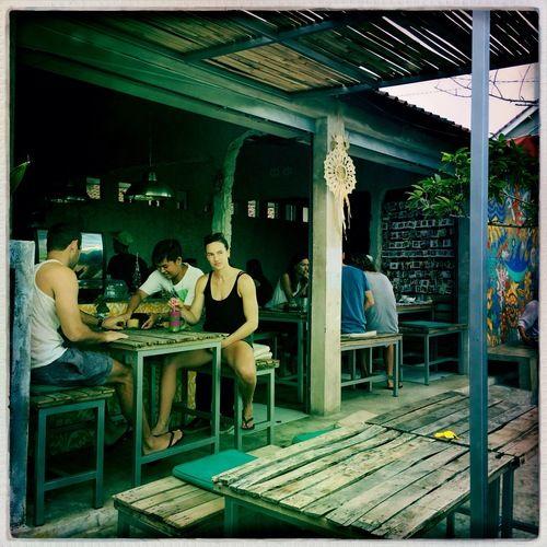 Crate Cafe Canggu. Canggu Bali. All-day-long stek voor ganse gezin. Ontbijt aanrader. Harpers Bazaar