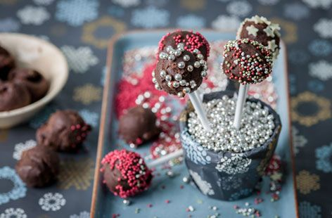 Have fun with the kids in the kitchen this Christmas with this great tasting and easy to follow chocolate truffle lollipops recipe by Colin McGurran. Visit Tesco Real Food for this and many more festive family recipes.