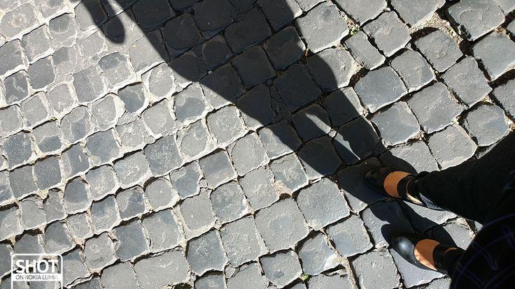#Romaè la città delle donne che sanno camminare sui tacchi sul sampietrino.  Scatto di @Valentina Cinelli con @Nokia Italia #Lumia1020 #Roma #sampietrini