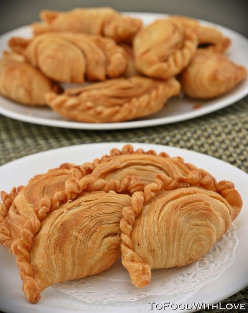 Deep-fried flaky pastry filled with spicy and tangy sardines, potatoes and onions          I have beencraving for curry puffs the past ...