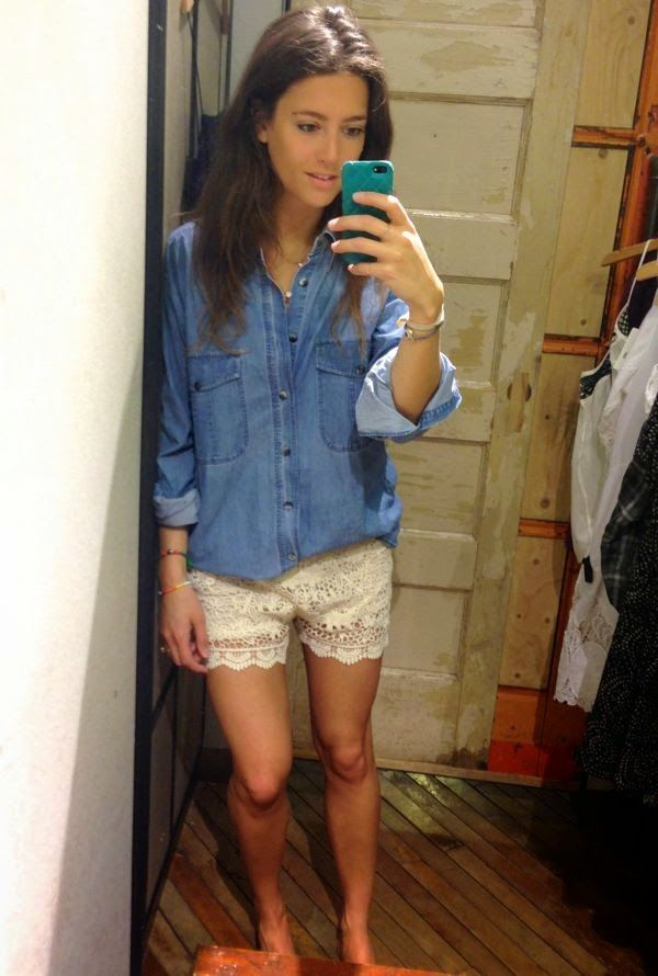 Stylist Shops Urban Outfitters - Changing Room Selfies -9860