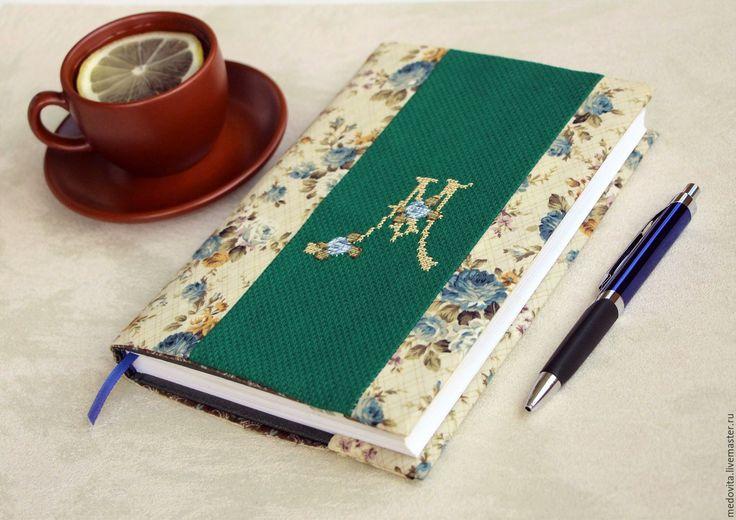 Купить Обложка для ежедневника с монограммой. - тёмно-зелёный, розы, обложка, тканевая обложка, ежедневник