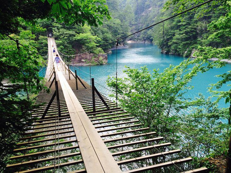 1泊2日で行ける!コバルトブルーの絶景【夢の吊り橋】を巡る旅 - Find Travel