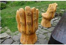 Dřevěné sochy - Ruce, vyřezávané motorovou pilou. Realizace Sruby Pacák s.r.o.