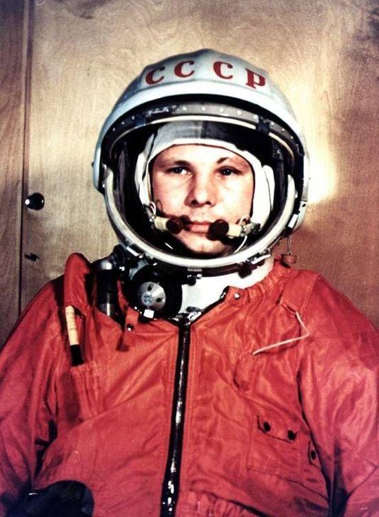 Joeri Aleksejevitsj Gagarin (Russisch: Юрий Алексеевич Гагарин) (Kloesjino, 9 maart 1934 – Novosjolovo, 27 maart 1968) was een Russisch piloot en kosmonaut. Op 12 april 1961 werd hij de eerste mens in de ruimte aan boord van Vostok 1.