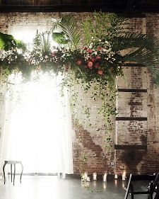 I can't believe they incorporated palmetto fronds and made it elegant. Love the trailing vines and the asymmetry.
