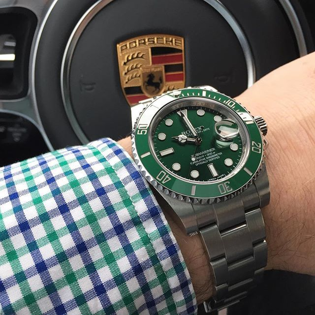 Hulk on the road #rolex#rolexero#rolexblog#lovewatches#watches#wwatches#watchporn#wristporn#wristshot#watchoftheday#rolexwrist#fashion#style#luxury#luxurytimepieces#swissmade#dailywatches#TheWatchesClub#swisswatchambassador#suitcarwatches#porsche#macan#gts#hulk#sub#green#submariner#shirt