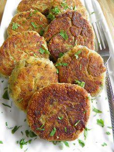 Kotlety z ziemniaków i pieczarek. Kotlety są tak pyszne, że chce się ich więcej i więcej :)