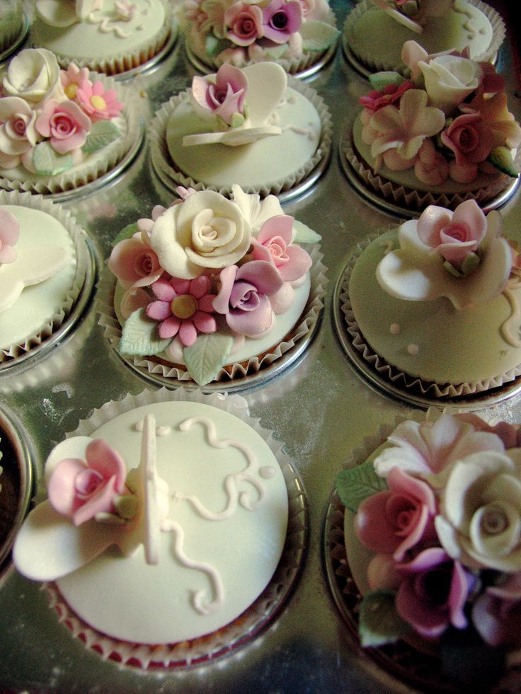 Vintage Rose Cup Cakes -just stunning!