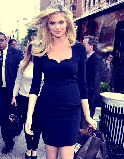 Gorgeous Neckline On This Dress Kate Upton Fashion Pinterest