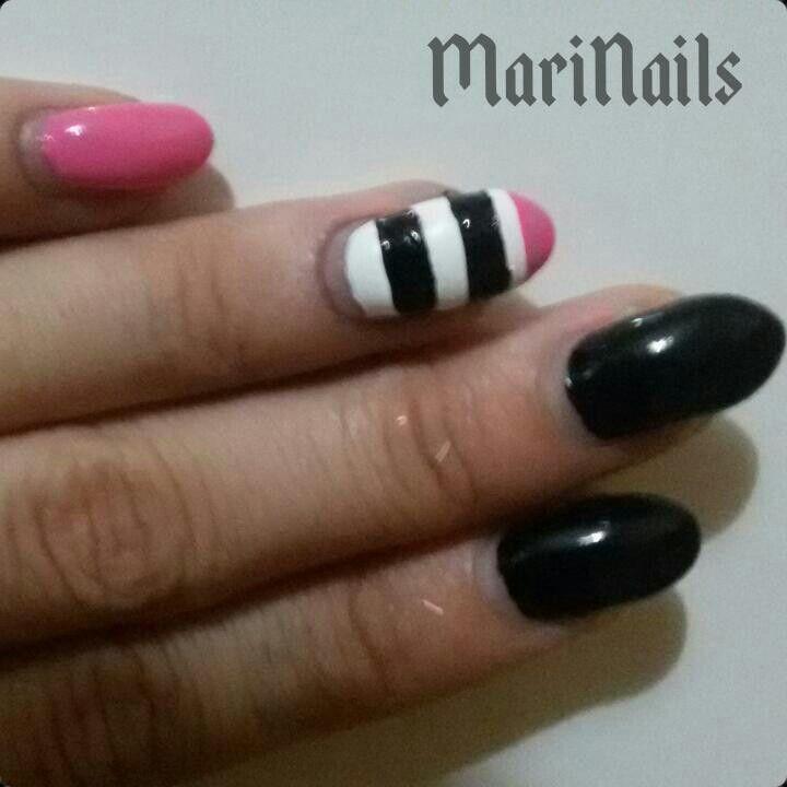 Bianco e nero + rosa shocking... con un po' di ricrescita!/ Follow me on Facebook: Ricostruzione unghie Torino - MariNails