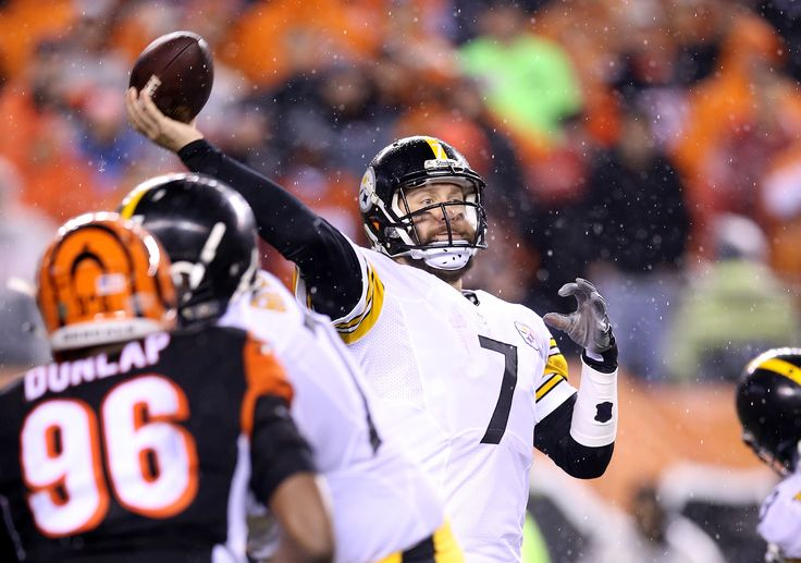 """The Steelers were without their two best offensive players for parts of Saturday night's win over the Bengals, but the initial reports on quarterback Ben Roethlisberger and wide receiver Antonio Brown seem positive. According toGerry Dulac of the Pittsburgh Post-Gazette, Roethlisberger came through the locker room briefly Sunday and said his right shoulder was """"sore,""""…"""
