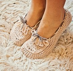 Crochet pattern - Ladies Loafers. These look so cute & comfortable!