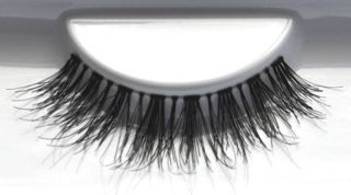 favUlash's AMANPULO are rich, elegant human hair false eyelashes great for romantic dinners or business meetings when you want to impress.