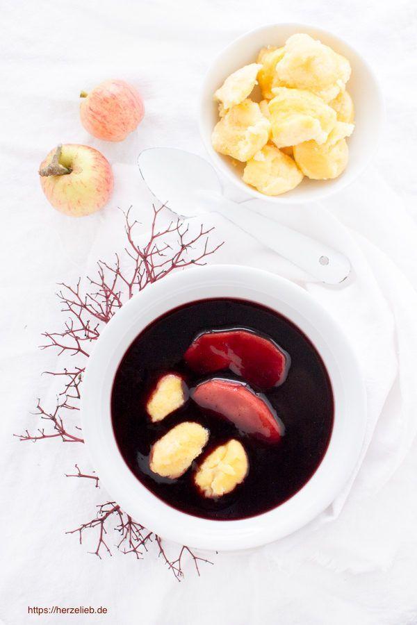 Typisch norddeutsch - Rezept für Fliederbeersuppe mit Grießklößchen oder Klümp von herzelieb