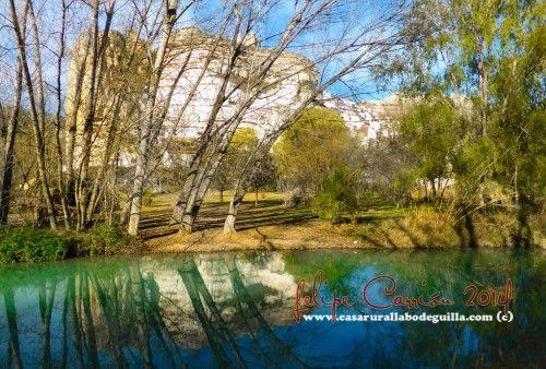 Paseos de Otoño en Alcalá del Júcar-Video Youtube En Otoño, los paseos por Alcalá del Júcar son de ensueño, una verdadera delicia. Pasear por sus sendas al lado del rio Júcar, entre sus chopos, bajo la sombra de sus arboledas, recibiendo los rayos de sol que dejan pasar sus pocas…