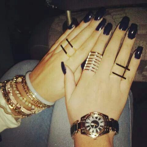 Navy blue nails perfect for winter season and mixing gold and silver jewellery is thee best
