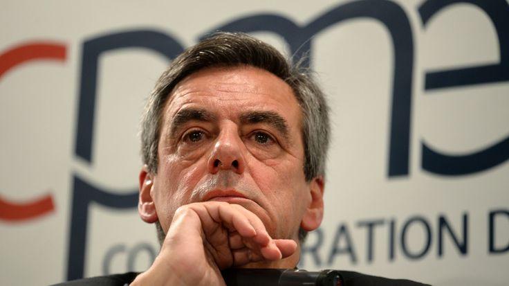 Alors qu'Alain Juppé vient d'annoncer qu'il ne remplacerait pas François Fillon, l'entourage de Nicolas Sarkozy demande au candidat de désigner quelqu'un pour le remplacer. L'UDI, de son côté, plaide aussi pour un changement de candidat.