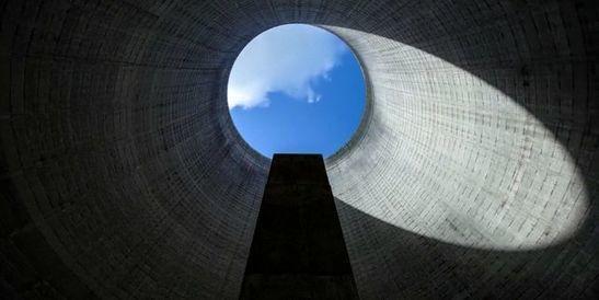 Visite en timelapse d'une centrale nucléaire abandonnée