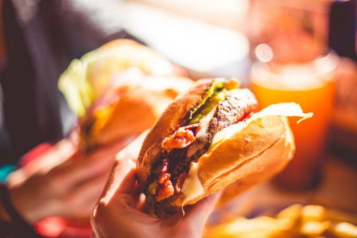 Descargar foto gratis de una sabrosa hamburguesa