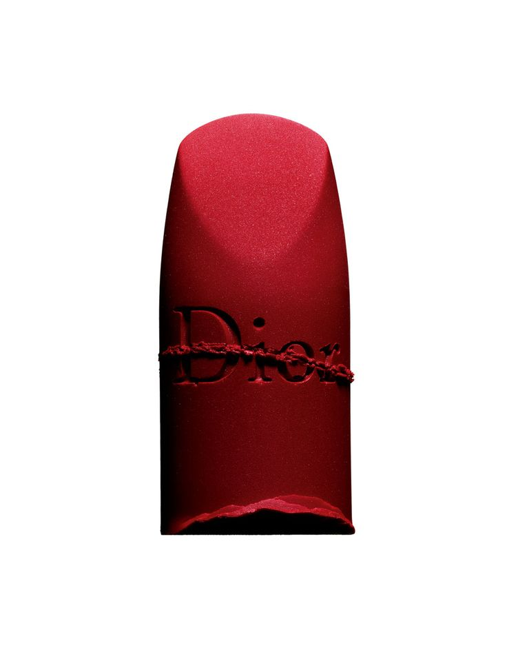 """""""Rouge Dior, n° 999 Matte"""", DIOR.         Réalisation : Laurence Hovart. Traitement de l'image : Sofia Albaric.    Série publiée dans leNuméroMode177, disponible sur iPad.  →Abonnez-vous au magazine Numéro →Abonnez-vous à l'application iPad Numéro"""